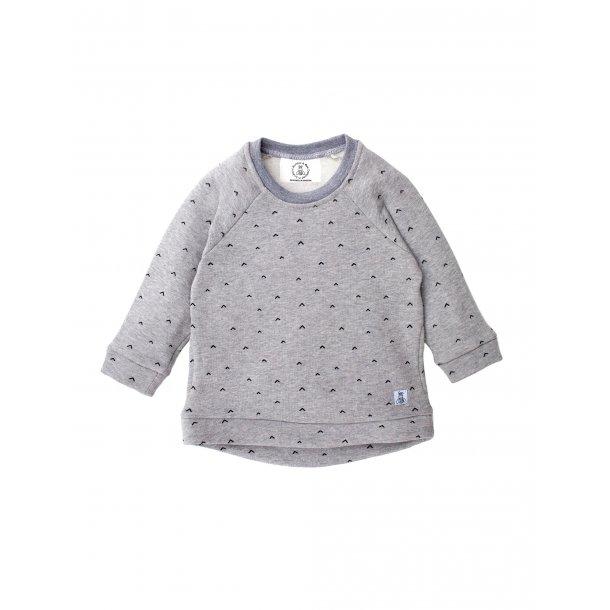 Grå sweatshirt og mørkeblå kravlebukser