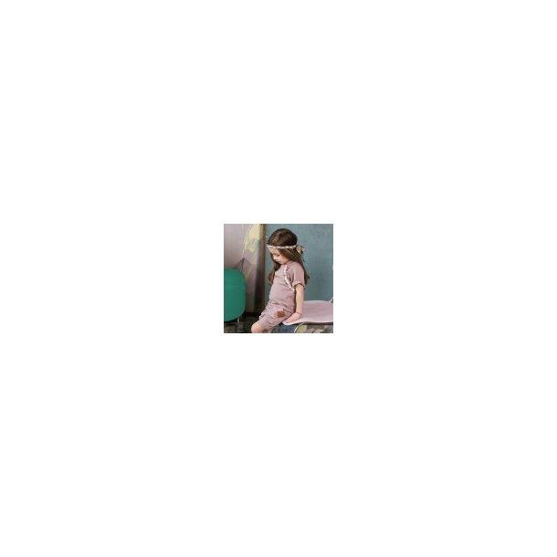 Rosa kortærmet bluse med blonder og flæse - Strojmisie