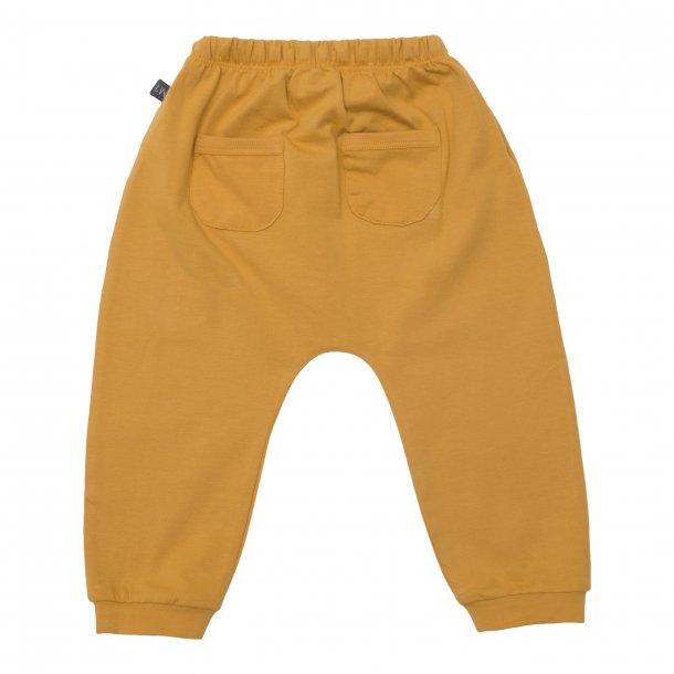 Karrygule baggy bukser med lommer til drenge - Little Wonders